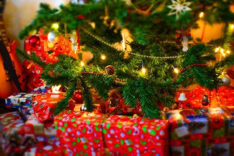 christmas-christmas-tree-gifts-267729.jpg